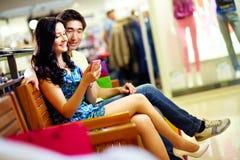 Modern tech i shoppinggalleria Arkivfoton