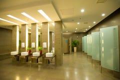 Modern toilet stock afbeeldingen