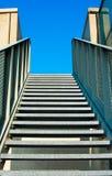 Modern trappa in i himlen Arkivbild