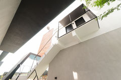 Modern trappa upp till restaurangen Royaltyfri Foto