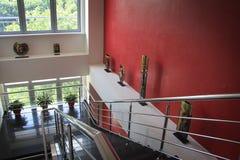 modern trappuppgång Arkivbild