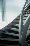 modern trappuppgång för metall arkivfoton