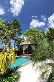 Modern tropical villa with swimming pool Royalty Free Stock Images