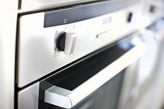 Modern ugn eller nära övre kontrollbord för mikrovåg royaltyfri bild