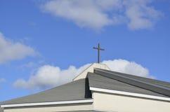Modern utformad kyrka Arkivfoto