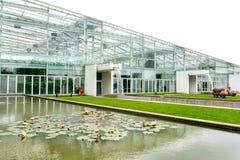 Modern växthusbyggnadsbotanisk trädgård av padua Italien Arkivfoton