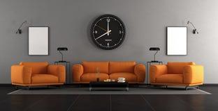 Modern vardagsrum med orange möblemang fotografering för bildbyråer