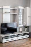 Modern vardagsrum med TV Royaltyfri Fotografi