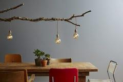 Modern variation för matställetabell av för designträd för stolar den stads- lampan Royaltyfri Bild