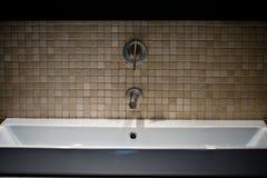 modern vask för badrumdesign Arkivfoto