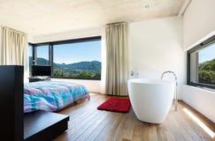 Modern villa, interior. Bedroom with bathtub Royalty Free Stock Photos