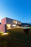 Modern villa with pool Stock Photography