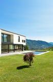 Modern villa with pool Royalty Free Stock Photos