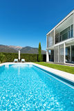 Modern villa with pool, Royalty Free Stock Photography