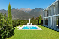 Modern villa, pool Stock Images