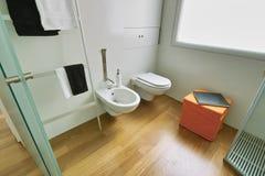 Modern weinig badkamers Royalty-vrije Stock Afbeeldingen