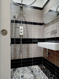Modern weinig badkamers Stock Foto
