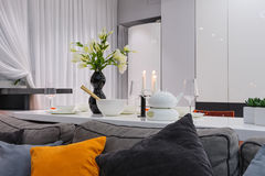 Modern white kitchen and living room Royalty Free Stock Photography