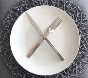 Free Modern White Plate And Silverware With Place Mat Stock Photos - 104926223