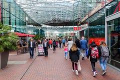Modern winkelcentrum Spazio in Zoetermeer, Nederland Stock Afbeeldingen