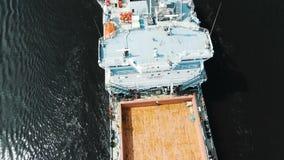 Modern wit vrachtschip met leeg bruin houten dek stock video