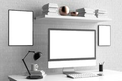 Modern workspace, datorskärm och ramåtlöje upp 3d royaltyfri illustrationer