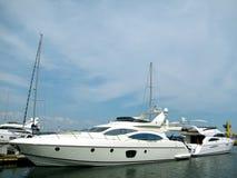 modern yacht arkivfoton