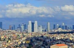 Moderna affärsbyggnader i i stadens centrum Istanbul Fotografering för Bildbyråer