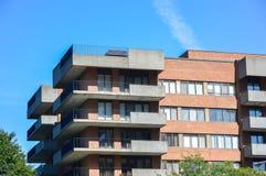 Moderna andelsfastighetbyggnader med enorma fönster i Montreal Fotografering för Bildbyråer
