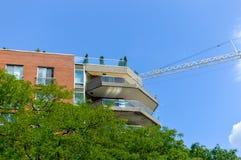 Moderna andelsfastighetbyggnader och de högväxta affärsskyskraporna Royaltyfri Foto