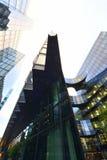 Moderna arkitektoniska linjer av affärsområdet i London Royaltyfri Fotografi