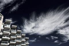 Moderna arkitektur och moln Royaltyfri Fotografi