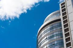 Moderna arkitektur och moln i himlen Royaltyfri Foto