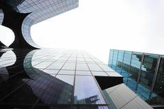 Moderna arkitekturdetaljer - glass byggnader Arkivfoton