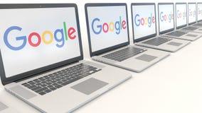 Moderna bärbara datorer med den Google logoen Tolkning för ledare 3D för datateknik begreppsmässig royaltyfri illustrationer