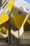 Moderna beståndsdelar för design för byggnadsstadsarkitektur som är bekanta som kubikhus Royaltyfria Foton
