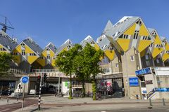 Moderna beståndsdelar för design för byggnadsstadsarkitektur som är bekanta som kubikhus Arkivfoton