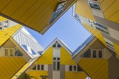 Moderna beståndsdelar för designen för byggnadsstadsarkitektur som var bekanta som kubikhus, planlade vid Piet Blom Fotografering för Bildbyråer