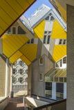 Moderna beståndsdelar för designen för byggnadsstadsarkitektur som var bekanta som kubikhus, planlade vid Piet Blom Arkivfoton