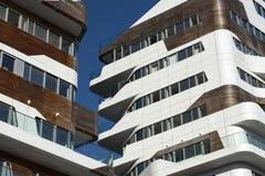 Moderna bostads- byggnader i Milan Arkivfoton