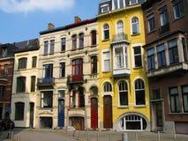 Moderna byggnader Art Nouveau för ny konst i Ghent Belgien färgrik livstid Stadsfärger skillnad Arkivfoto