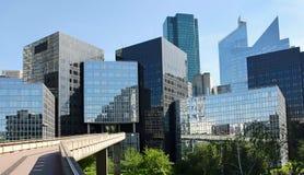 Moderna byggnader i affärsområdet av Laförsvar Royaltyfria Foton
