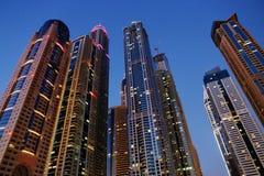 Moderna byggnader i den Dubai marina Royaltyfri Bild