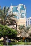 Moderna byggnader i den Dubai marina UAE Arkivfoton