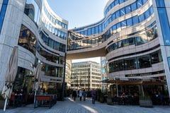 Moderna byggnader i Dusseldorf, Tyskland Arkitekturdetaljer av Arkivfoton