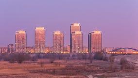 Moderna byggnader i förorterna av Bucharest Arkivbilder