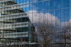 Moderna byggnader i härden av den london staden Arkivbilder