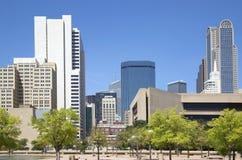 Moderna byggnader i i stadens centrum Dallas Arkivfoto