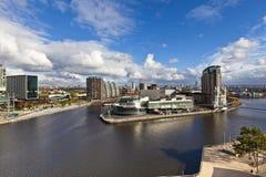 Moderna byggnader i Manchester England. Arkivbild