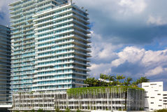 Moderna byggnader i Miami Beach Arkivbild